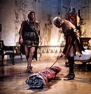 halıya sarılan kleopatra