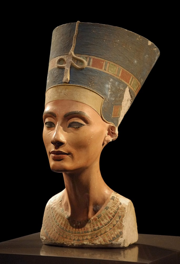 Akhenaton'un büyük eşi Nefertiti